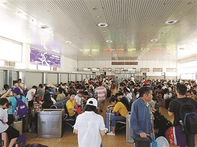 暑運正式來襲 昨日鐵路浙江杭州站客流比平時增加25%